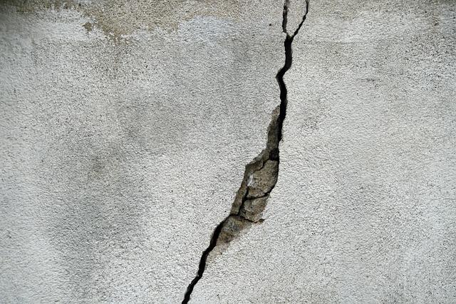 concrete cracking reasons