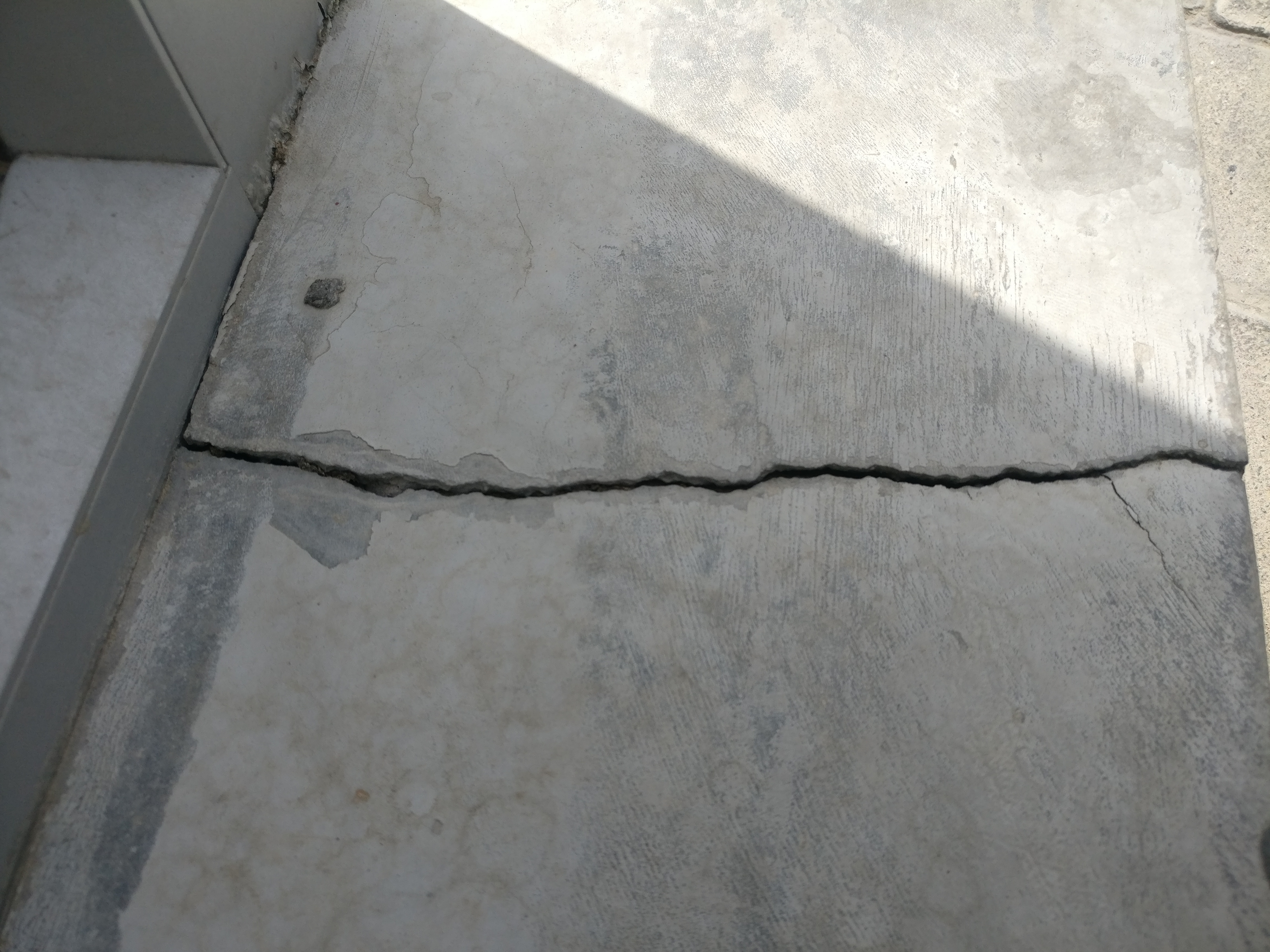 Structural crack in rcc slab
